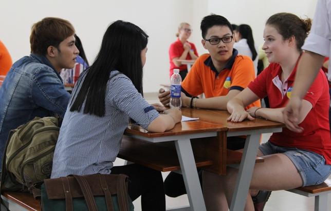 Sinh viên học Ngôn ngữ Anh thường xuyên được tham gia chương trình giao lưu quốc tế